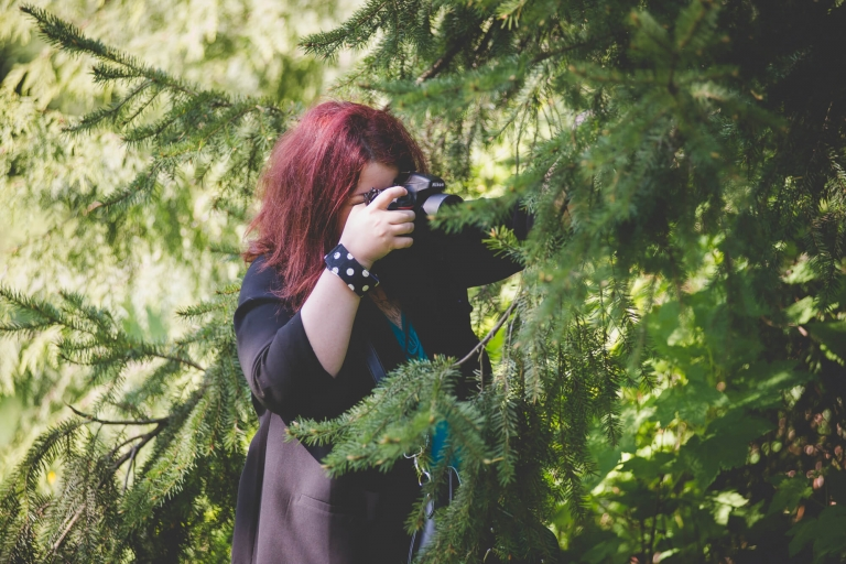 Vancouver wedding photographer behind the scenes shooting portraits from behind a tree