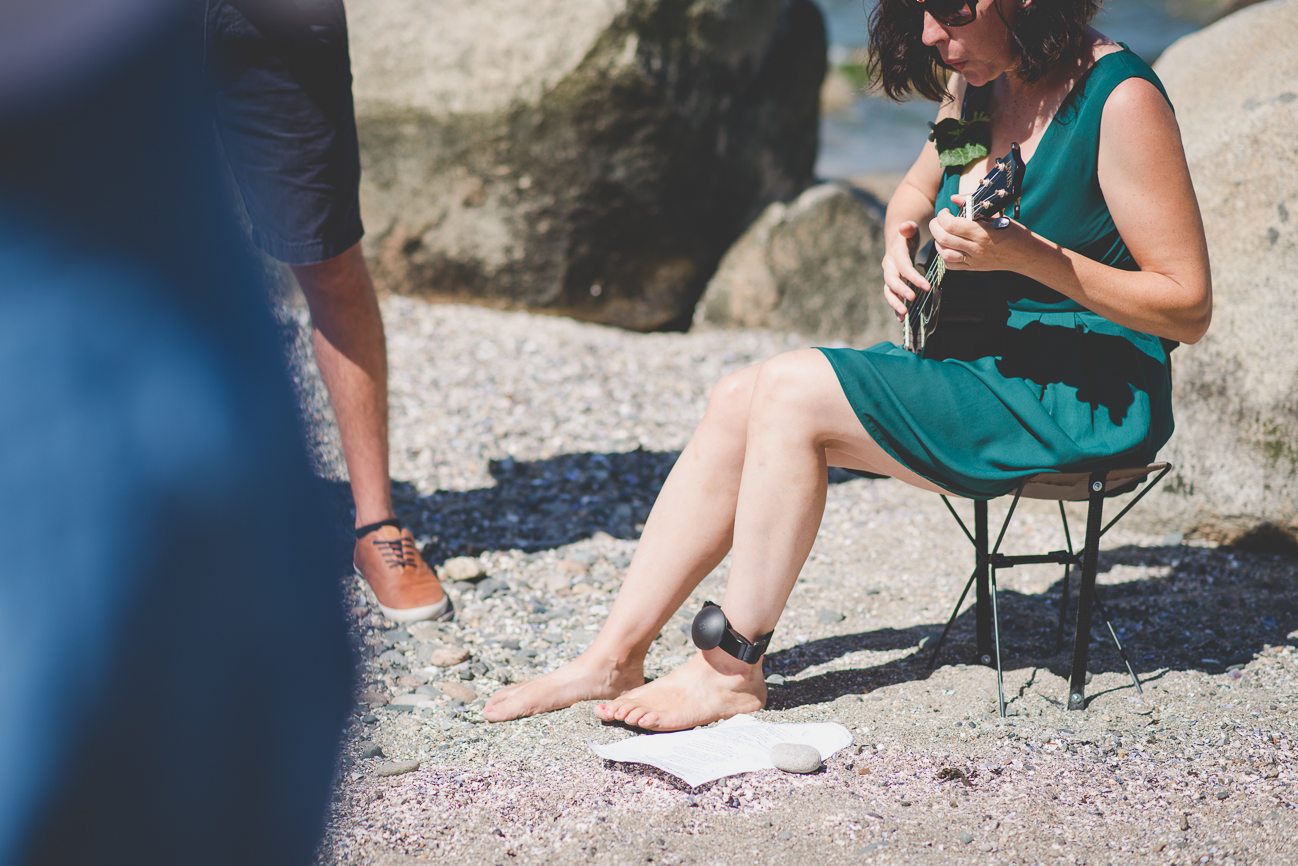 guest plays ukulele and sings to couple during Kitsilano Beach elopement